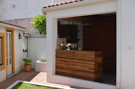 Bar exterior: Hotéis  por Natural Craft - Handmade Furniture