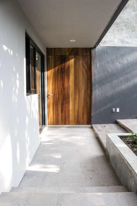 Puertas de madera de estilo  de INDICO