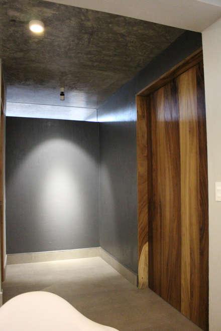 Puertas de madera de estilo  por INDICO