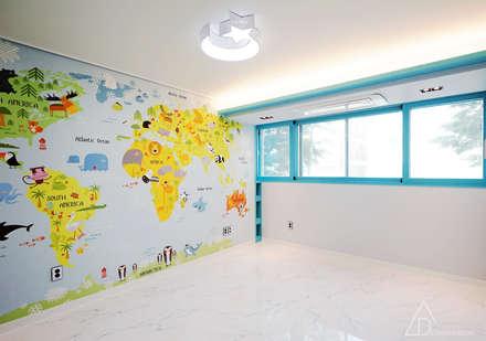 골드 컨셉, 인천 만수동 상가주택 인테리어: 디자인 아버의  아이방
