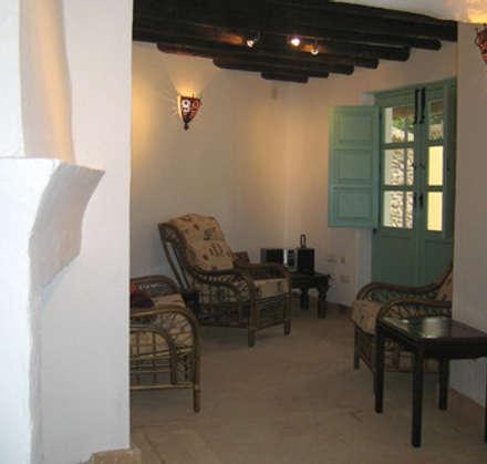 Salón: Salones de estilo rural de Mirasur Proyectos S.L.