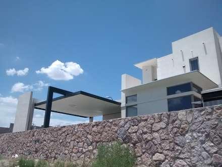 Condominios de estilo  por Constru-Acción