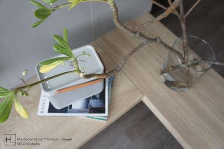 客  廳 / Living room:  走廊 & 玄關 by SECONDstudio