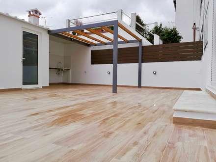 Viver com prazer by  CREATIVE COLOR LDA: Terraços  por Creative Color Lda.