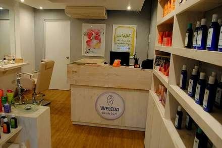 Tienda Weleda: Oficinas y Tiendas de estilo  por Rodrigo Leon Palma