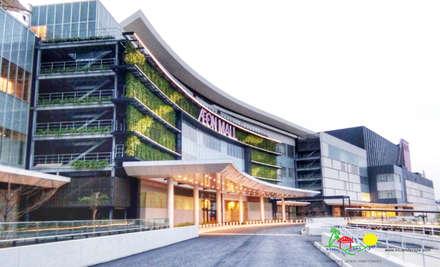 Shoppings y centros comerciales de estilo  por PT. Kampung Flora Cipta