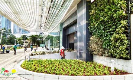 Edificios de Oficinas de estilo  por PT. Kampung Flora Cipta