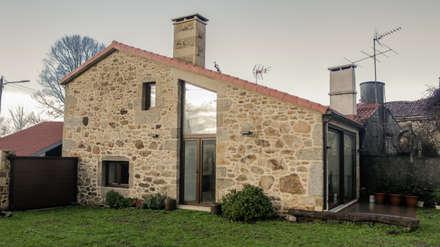 Casa Padín: Casas rurales de estilo  de Emma Sánchez Miranda Interiorismo