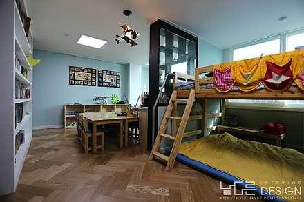 modern Nursery/kid's room by 남다른디자인