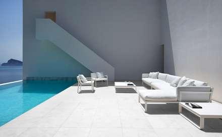 Casa del Acantilado: Terrazas de estilo  de FRAN SILVESTRE ARQUITECTOS