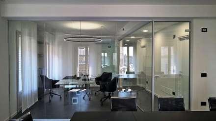 OFFICES PALAZZO PELLESINA: Studio in stile in stile Minimalista di DAVIDE CASSINI DESIGN