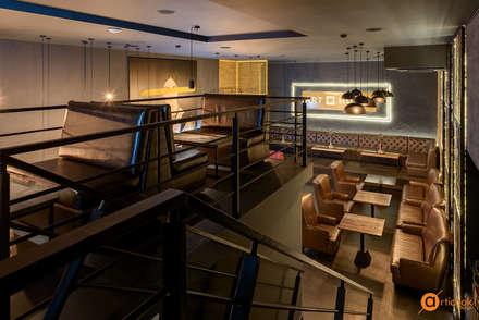 Высокие потолки помещения дают свободу творчеству: Бары и клубы в . Автор – Art-i-Chok