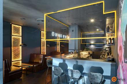 Барная стойка повторяет стилистику всего помещения: Бары и клубы в . Автор – Art-i-Chok