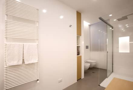 Bathroom: Bagno in stile in stile Scandinavo di Blocco 8 Architettura