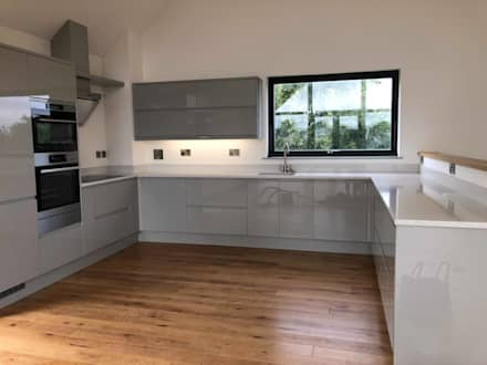 West Polberro - St Agnes: minimalistic Kitchen by Building With Frames