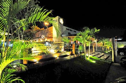 Quán bar & club by Andréa Generoso - Arquitetura e Construção