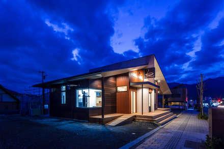 Nhà hàng by KOBAYASHI ARCHITECTS STUDIO