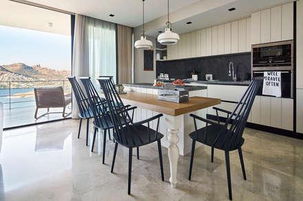 Muebles de cocinas de estilo  por Esra Kazmirci Mimarlik