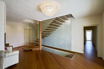 Schwebende Treppe:  Treppe von Siller Treppen/Stairs/Scale