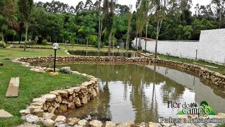 บ่อน้ำในสวน by Flora Flor do Campo Pedras e Paisagismo