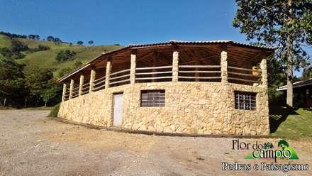 Nhà đồng quê by Flora Flor do Campo Pedras e Paisagismo
