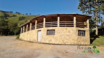 Casas de campo de estilo  por Flora Flor do Campo Pedras e Paisagismo