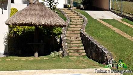 Giardino roccioso in stile  di Flora Flor do Campo Pedras e Paisagismo