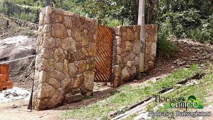 Tường by Flora Flor do Campo Pedras e Paisagismo