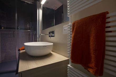 Casa L+G: A un passo dal mare: Bagno in stile in stile Eclettico di Architetto Francesco Franchini