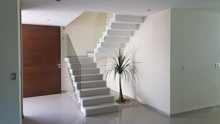 Stairs by Urenda Arquitectura