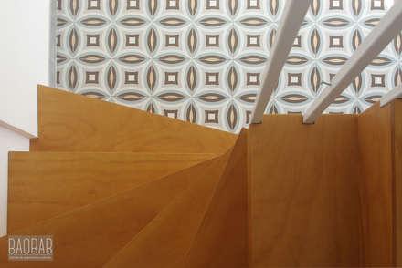 Casa del Reloj: Escaleras de estilo  de Baobab Arquitectura