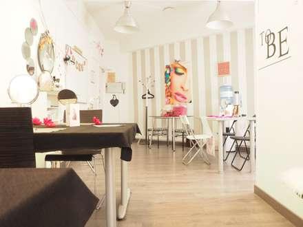Oficina Belleza: Paredes de estilo  de Pretty Home Studio