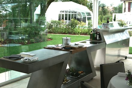 cucina per esterno: Bar & Club in stile  di ZED EXPERIENCE - indoor & outdoor kitchen