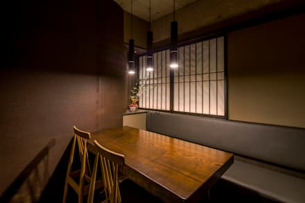 Restaurantes de estilo  por <DISPENSER>architects 小野修 一級建築士事務所