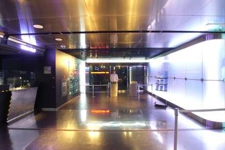 Khu Thương mại by <DISPENSER>architects 小野修 一級建築士事務所