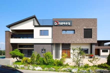 주택 외부: 더존하우징의  전원 주택