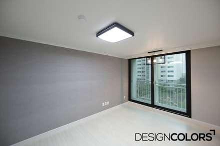 마포구 현석동 강변힐스테이트 아파트인테리어: DESIGNCOLORS의  방