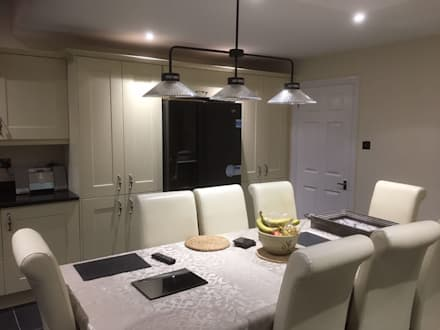 dinning table lights:  Built-in kitchens by Square Designs