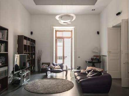 CASA M+V: Soggiorno in stile in stile Industriale di formatoa3 Studio