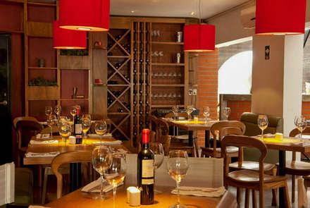 餐廳 by DISEÑO DE BARES Y RESTAURANTES B&Ö  Arquitectura, decoración, diseño de interiores y Muebles