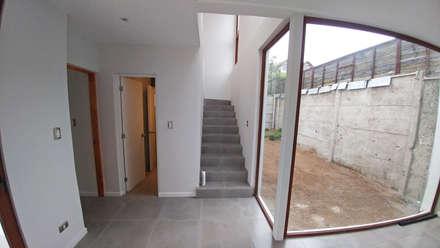 Casa Lomas De Montemar: Escaleras de estilo  por Lau Arquitectos