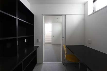 書斎: 石川淳建築設計事務所が手掛けた書斎です。