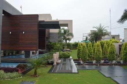 Interior: classic Garden by Planet Design India