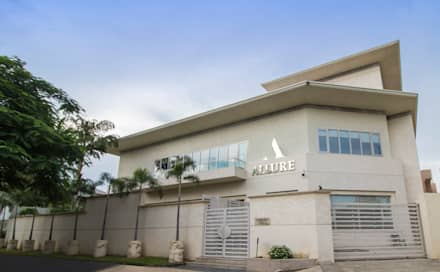 Allure Studio:  Commercial Spaces by Skywalk Designs