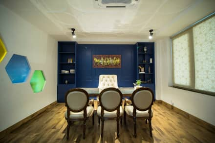 Managing Director's Cabin:  Commercial Spaces by Skywalk Designs