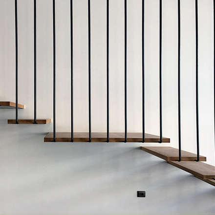 Vivienda Unifamiliar. Proyecto arquitectura e interiorismo.: Escaleras de estilo  de Lilura Design