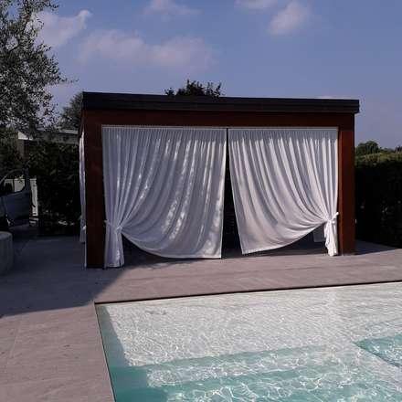soluzioni outdoor: Giardino con piscina in stile  di zinesi design