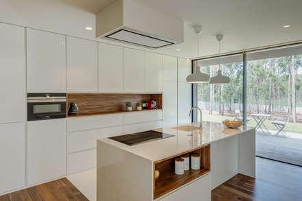 ห้องครัว by Raulino Silva Arquitecto Unip. Lda