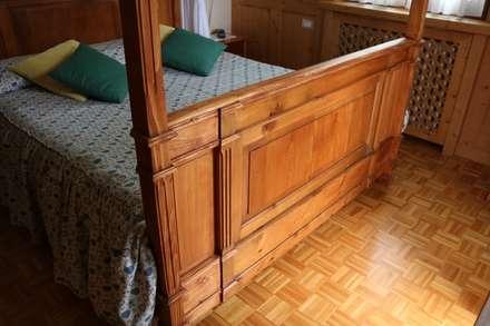 dare nuova vita al letto ereditato: Camera da letto in stile in stile Classico di L'Antica s.a.s.
