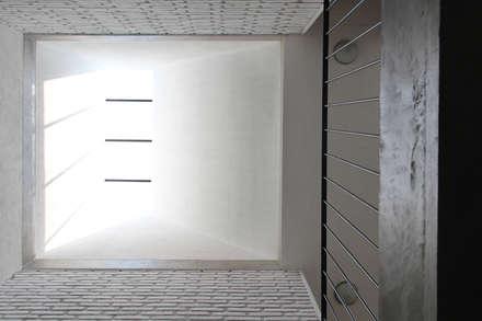Tetto in stile  di Apaloosa Estudio de Arquitectura y Diseño